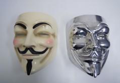 元のお面(左)とアルミ切削品(右)